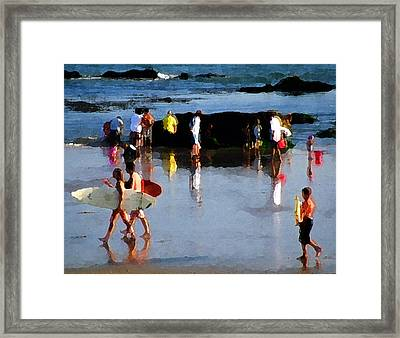 Beach Talk Framed Print by Ron Regalado