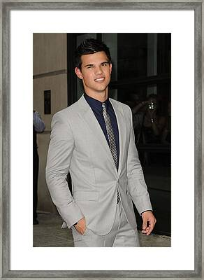 Taylor Lautner At Arrivals For The Framed Print by Everett
