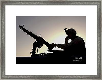 A U.s. Soldier Talks On A Hand Mike Framed Print by Stocktrek Images