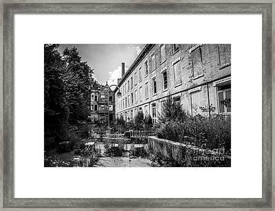 Abandoned Glencoe-auburn Hotel In Cincinnati Framed Print by Paul Velgos