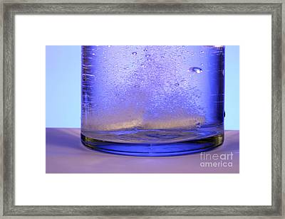 Bicarbonate Of Soda Dissolving In Water Framed Print by Photo Researchers, Inc.