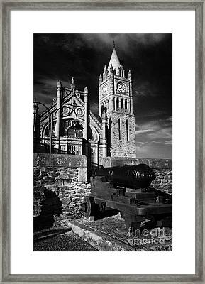 Derrys Walls And Guildhall With Cannon Framed Print by Joe Fox