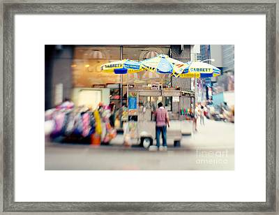 Food Vendor In New York City Framed Print by Kim Fearheiley