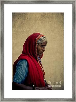 Indian Woman Framed Print by Inhar Mutiozabal