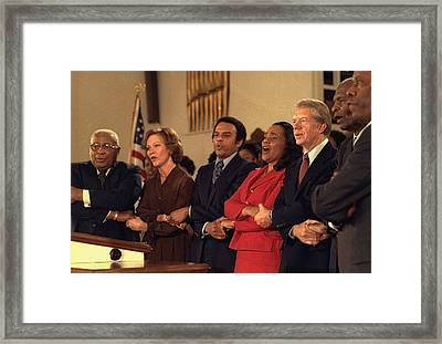 Jimmy Carter And Rosalynn Carter Sing Framed Print by Everett