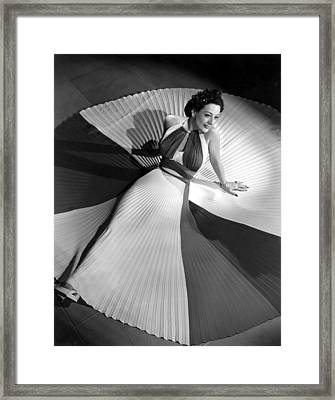 Joan Crawford, 42340 Framed Print by Everett