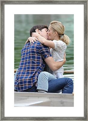 Justin Long, Drew Barrymore On Location Framed Print by Everett