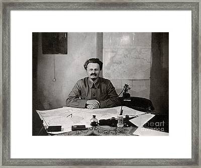 Leon Trotzky Framed Print by Photo Researchers