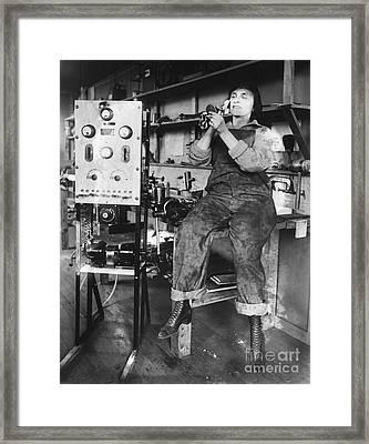 Mary Loomis, Radio School Operator Framed Print by Science Source
