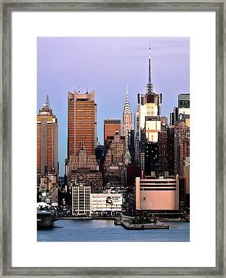 Midtown Manhattan 03 Framed Print by Artistic Photos