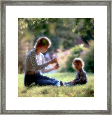 Mother And Kid Framed Print by Juan Carlos Ferro Duque
