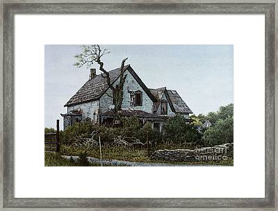 Old Farmhouse Picton Framed Print by Robert Hinves