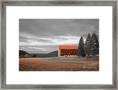 Pennsylvania Barn Framed Print by Randy Edwards