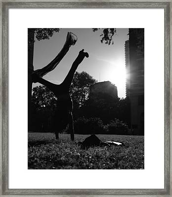 Playing With The Sun II - Philadelphia - Pensilvania - Sunset Framed Print by Lee Dos Santos