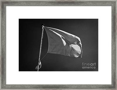 red flag flying marking the hanoverian english line Culloden moor battlefield site highlands scotl Framed Print by Joe Fox