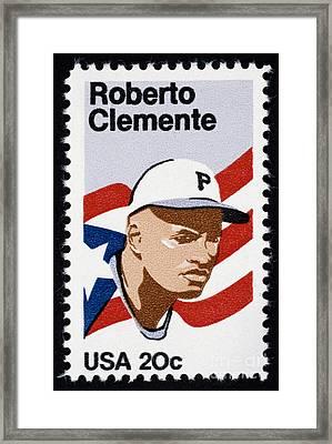 Roberto Clemente Framed Print by Granger