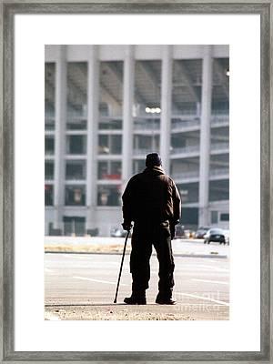 Saying Goodbye Framed Print by Susan Stevenson