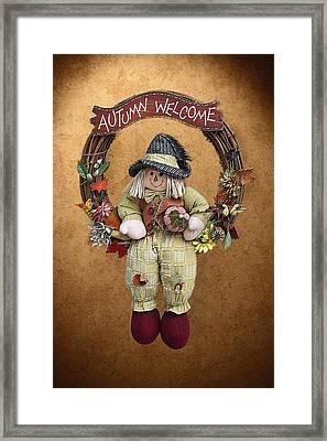 Scarecrow On Autumn Wreath Framed Print by Linda Phelps
