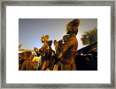 Sculpture Of Women Framed Print by Sumit Mehndiratta