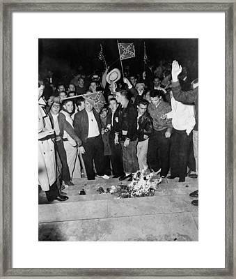 Segregationist Protest. White Students Framed Print by Everett