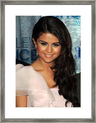 Selena Gomez At Arrivals For Peoples Framed Print by Everett