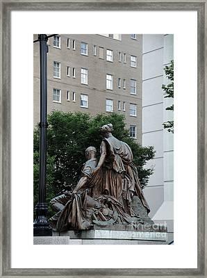 Statues In Nashville Framed Print by Susanne Van Hulst