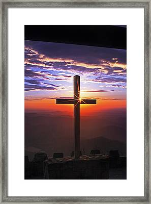 Sunrise At Pretty Place Framed Print by Rob Travis