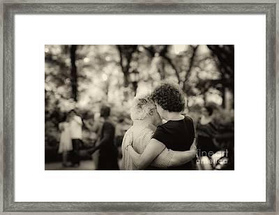 Sweet Love Framed Print by Leslie Leda