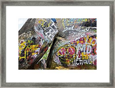 Talking Rocks Close Framed Print by Susan Leggett