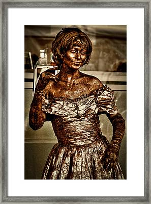 The Bronze Lady In Pike Place Market Framed Print by David Patterson