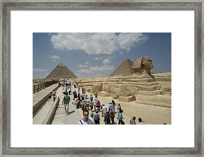 Tourists View The Great Sphinx Framed Print by Richard Nowitz
