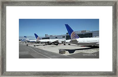United Airlines Jet Airplane At San Francisco Sfo International Airport - 5d17116 Framed Print by Wingsdomain Art and Photography