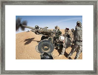 U.s. And Iraqi Artillerymen Train Framed Print by Stocktrek Images