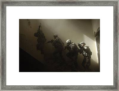 Us Soldiers Clear A Staircase Framed Print by Everett