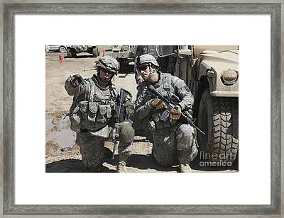 U.s. Soldiers Coordinate Security Framed Print by Stocktrek Images