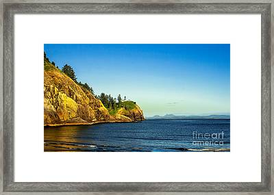 Waikiki Beach Framed Print by Robert Bales