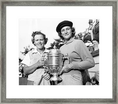 Patty Berg And Babe Didrikson Framed Print by Underwood Archives