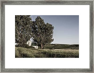 Old House On The Palouse Framed Print by Jon Glaser