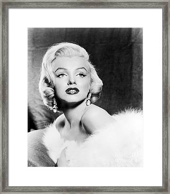 Marilyn Monroe (1926-1962) Framed Print by Granger