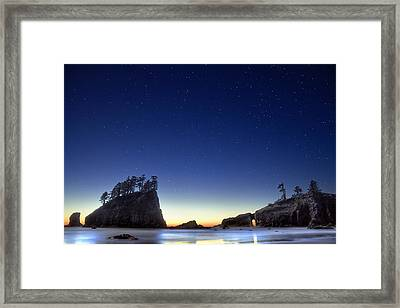 A Night For Stargazing Framed Print by William Lee