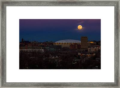 A Night To Remember Framed Print by Everet Regal