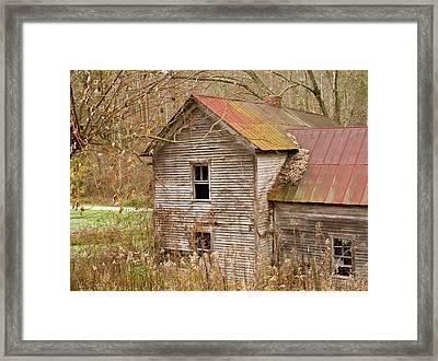 Abandoned Farmhouse In Kentucky Framed Print by Douglas Barnett