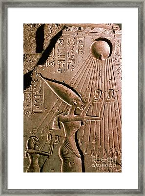 Akhenaton With Sun God Framed Print by Science Source