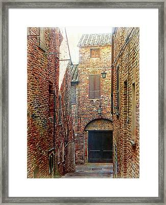 Alley View 1 Citta Della Pieve, Umbria Framed Print by Dorothy Berry-Lound
