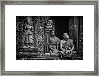 Angkok Wat Buddhist Monks Gather Framed Print by David Longstreath