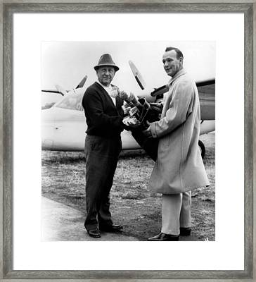 Arnold Palmer Right, American Golfer Framed Print by Everett