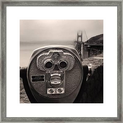 Binoculars Framed Print by Les Cunliffe