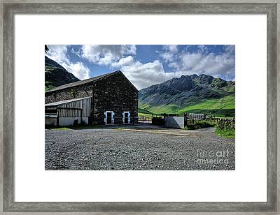 Buttermere Farm Framed Print by Stephen Smith