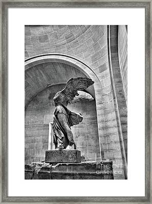 Bw Winged Samothrace  Framed Print by Chuck Kuhn