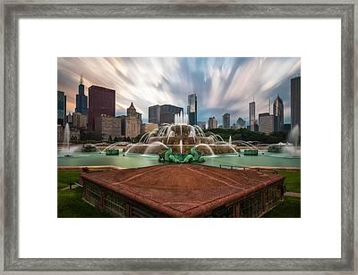 Chicago's Buckingham Fountain Framed Print by Sean Foster